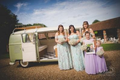 the barns at hunsbury Northampton wedding photographer