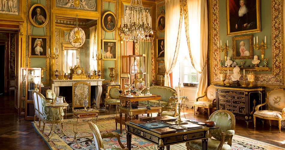 Modern Elegance Vs Old World Glamour Decorating Style Wars