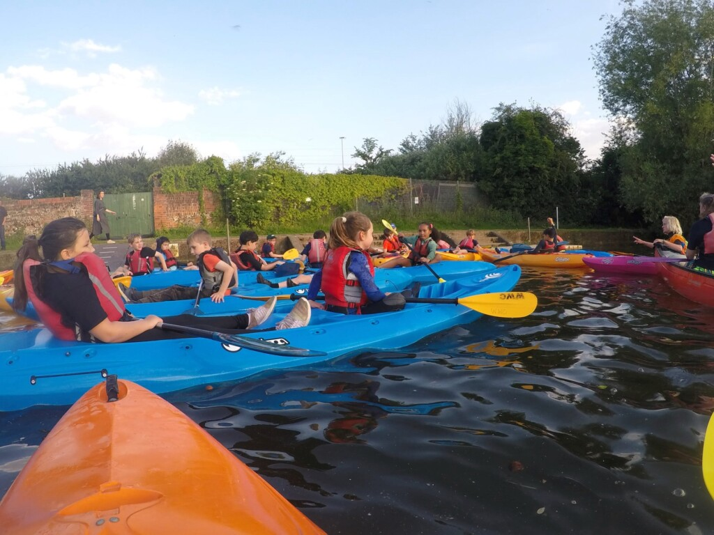 Read more about the article Hawks Cubs go Kayaking on the River Thames