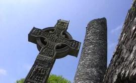 Runes divinatoires : tirage à 10 runes