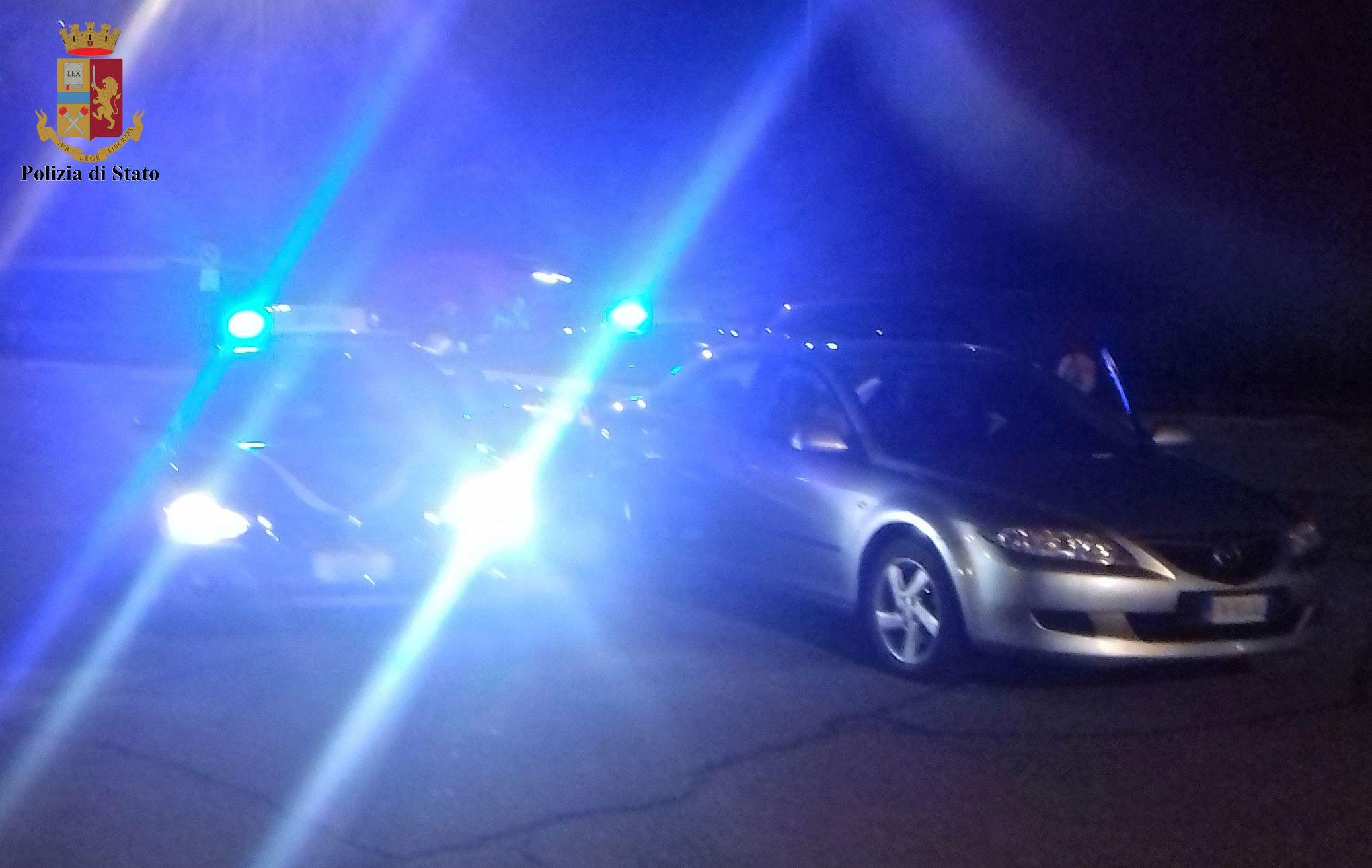 Nasconde 36 chili di droga nel doppiofondo dell'auto: corriere arrestato sull'A1