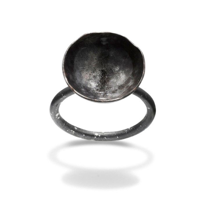 2_HUNN by Karina Hunnerup_SAME FLAME, YET DIFFERENT ring, sterling silver and laquer_photo James Bates