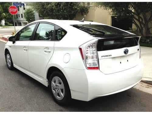 Purchase Used 2011 Toyota Prius Base Hatchback 4 Door 1 8l In Van Nuys California United