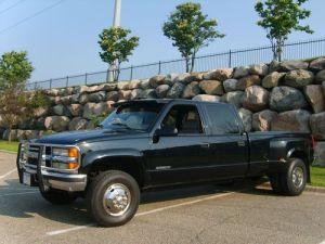 Sell used 1993 Chevy K3500 Crew Cab Dually DIESEL 4X4 utility body NO RESERVE in Dracut