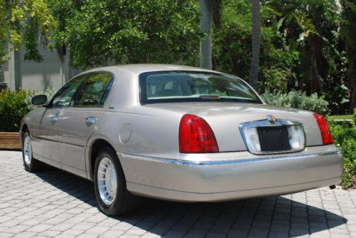 Find Used 2001 Lincoln Town Car Sedan Executive Series 4