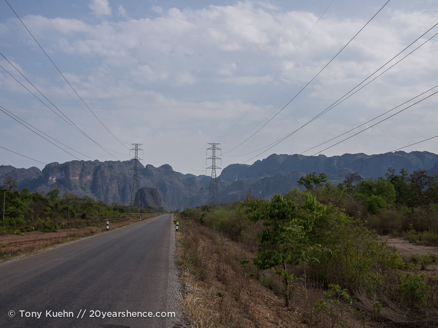 The road to Kong Lor Cave