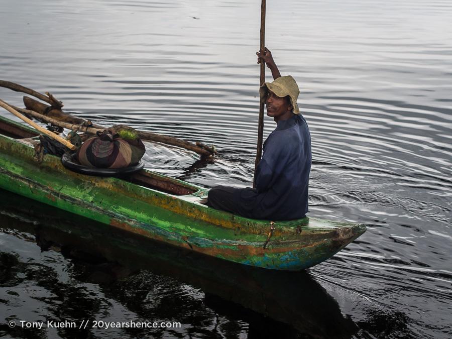A boatman on Tissa lake