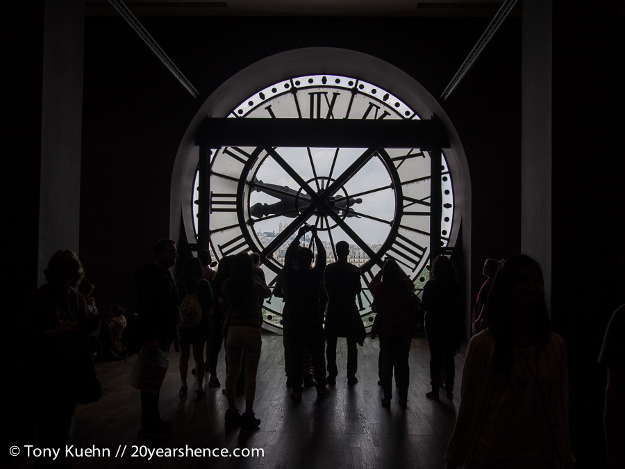 Clock silhouettes at the d'Orsay