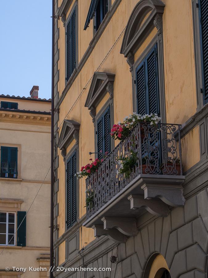 A window in Pisa