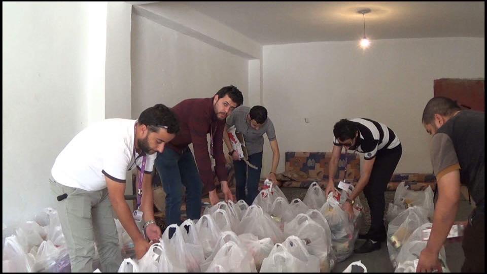 ليبيانا توزع سلال غذائية
