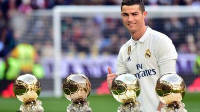 رونالدو يبيع الكرة الذهبية في المزاد
