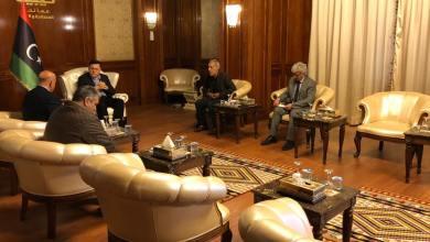 رئيس المجلس الرئاسي يجتمع مع وفدا من نقابتي النقل الجوي والمراقبين الجويين