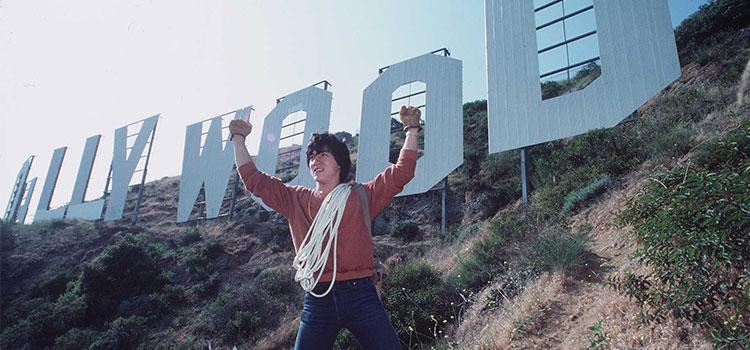 جاكي شان يستعد لتسلق علامة هوليوود
