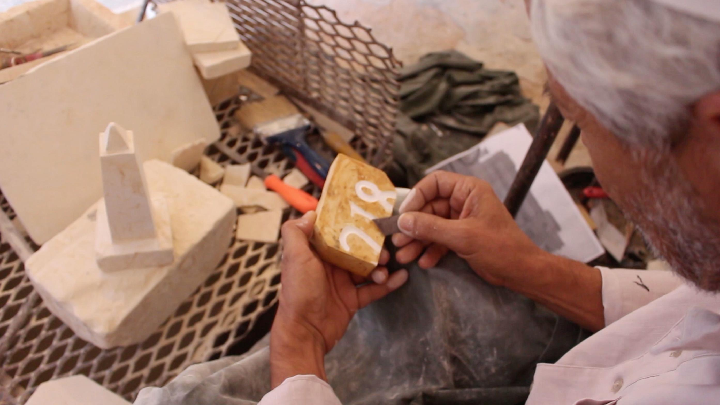 النحات عبد الحميد الطاهر المختار من مدينة بني وليد