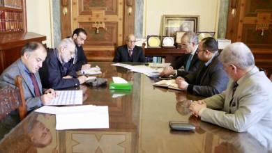 جانب من اجتماع محافظ مصرف ليبيا المركزي الصديق الكبير مع عدد من المسؤولين