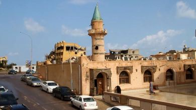 """جامع """"بن شفيع"""" - أحد معالم مدينة سرت - ينتظر الصيانة بعد أضرار الحرب"""
