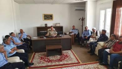 مدير أمن الجفارة العميد عبد الناصر إلطيف مع عدد من رؤساء المؤسسات الأمنية والأقسام التابعة لمديرية الأمن