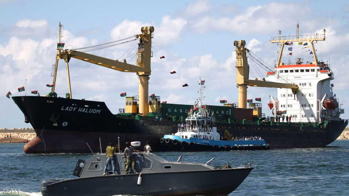 وُصول آلاف السيارات الأوروبية إلى ميناء بنغازي - 218tv.net