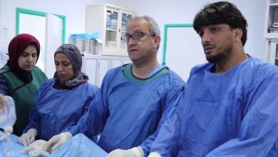 طاقم وجراحو مركز طبرق الطبي يستأنفون عمليات القسطرة
