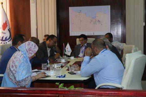 اجتماع وزير العمل والتأهيل المهدي الأمين مع رئيس المؤسسة الوطنية للنفط مصطفى صنع الله (3)