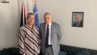 الممثل الخاص لأمين الأمم المتحدة في ليبيا غسان سلامة مع القائم بالأعمال الجديد في سفارة إندونيسيا، محمد عمار معروف