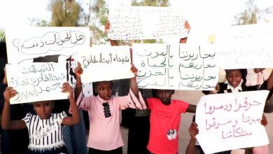 وقفة احتجاجية في تراغن للأسر المرزقاوية النازحة بعد الاعتداء على مدينة مرزق