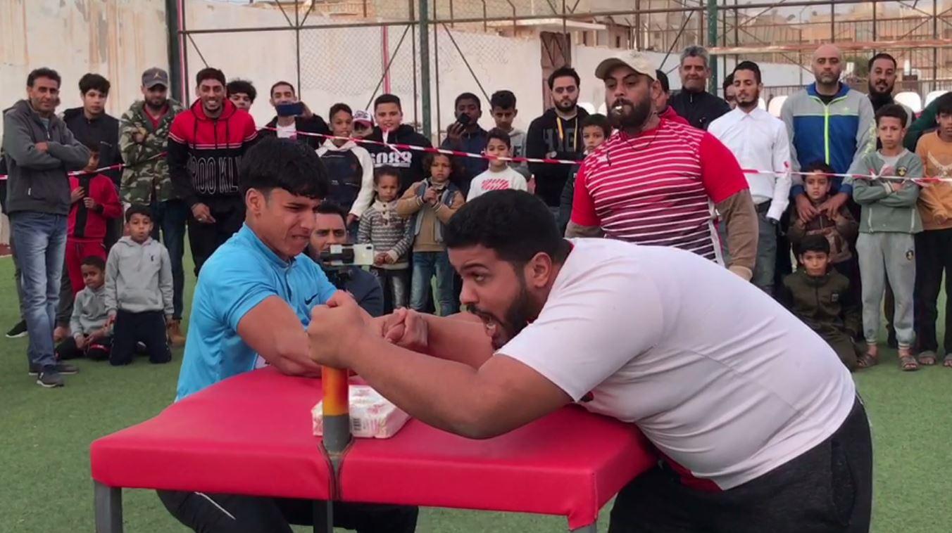 بطولة صراع الأذرع يحتضنها نادي الصقور في مدينة طبرق