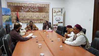 بلدية طبرق تناقش العراقيل التي تواجه الفرع البلدي بالخاثر