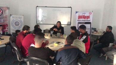 بنغازي .. دورة تدريبية بالمجان حول صيانة الهواتف الذكية خصصت للنازحين ولذوي الإعاقة