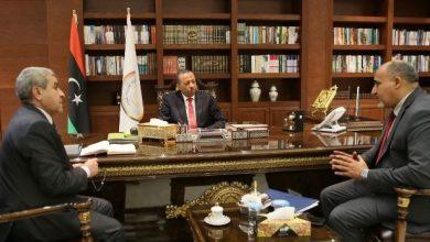 """""""الثني"""" يبحث في بنغازي عمل لجنة أزمة الوقود"""