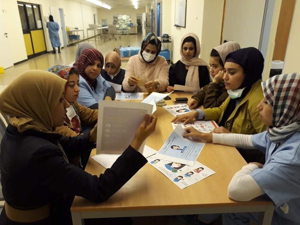 قريق من أطباء الصحة العامة يخضعون لدورة تدريبية استعدادا لتكليفهم بالعمل داخل مختلف أقسام العنايات