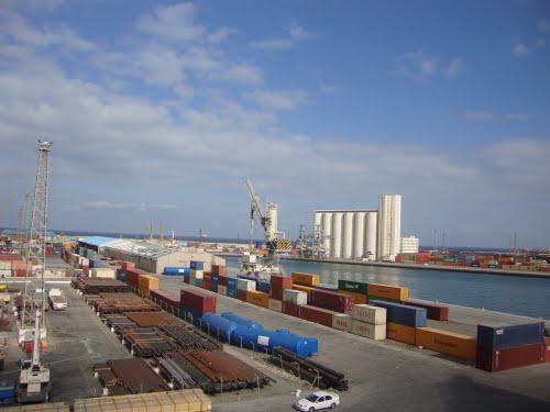وصول سفن محمّلة بالمواشي وحبوب الطعام إلى ميناء طرابلس