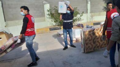 درنة .. توزيع المساعدات الإنسانية على عائلات النازحين من المنطقة الغربية إلى درنة وطبرق وشحات