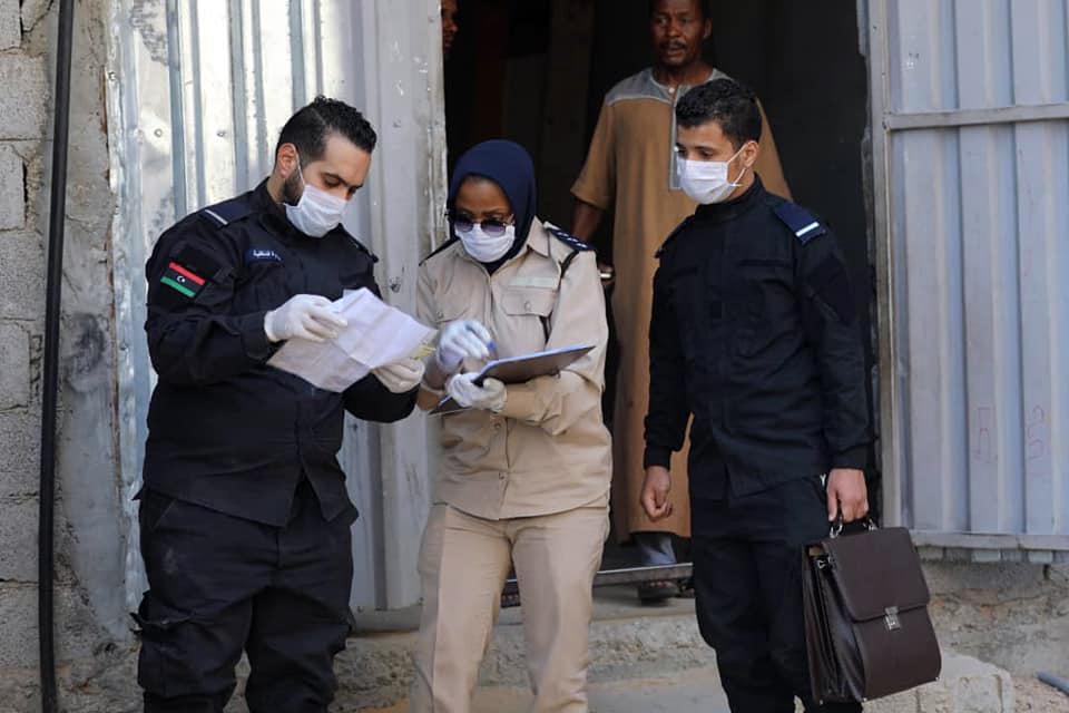 لجنة حصر النازحين تباشر عملها بحصر النازحين بطريق السكة في طرابلس