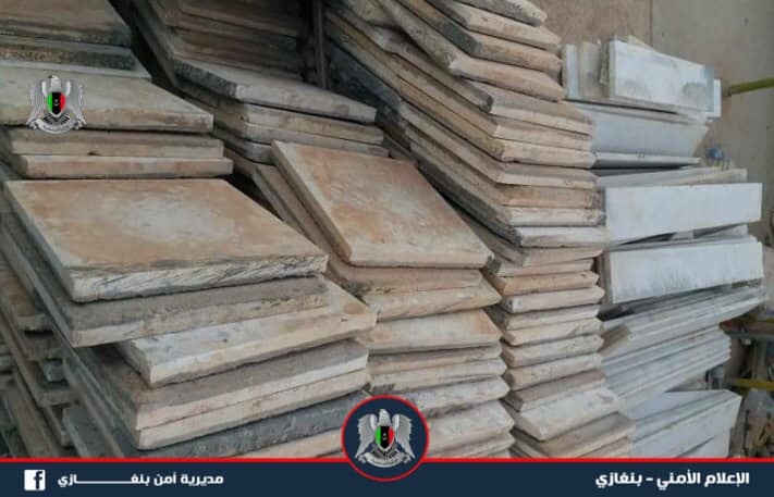 مديرية أمن بنغازي تقبض على متهم بسرقة منازل وشركات مواد بناء