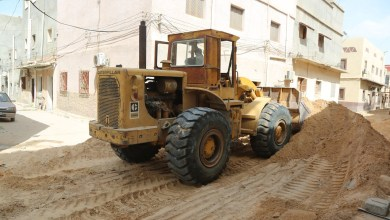 بلدية أبوسليم تستأنف أعمال الرصف والبنية التحتية للطرق الرئيسية
