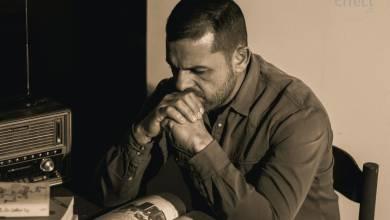 الفنان الفوتوغرافي وليد أبوسلة الذي تعرض للضرب من رجال الشرطة في مصراتة