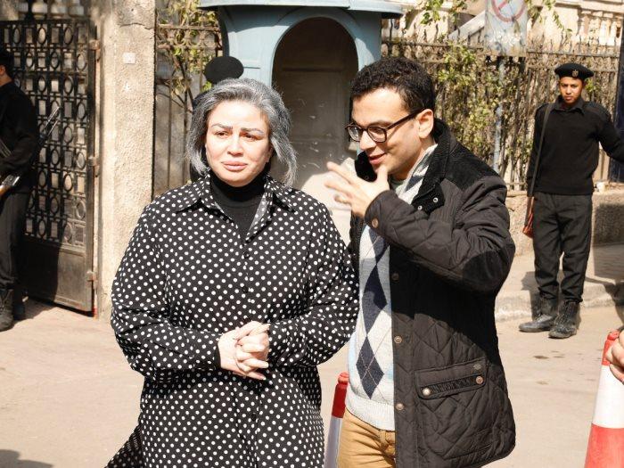 """النجمة إلهام شاهين مع المخرج أمير رمسيس في كواليس """"حظر تجول"""""""