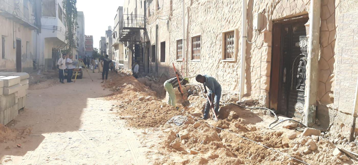 المجلس البلدي أبوسليم يشرع في ترصيف الشوارع الفرعية