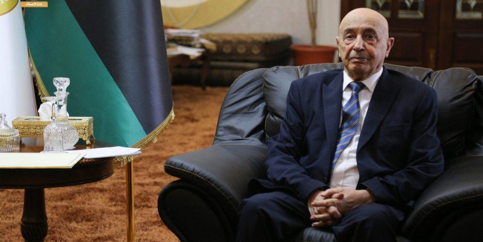 رئيس البرلمان الليبي عقيلة صالح يلتقي بمكتبه في القبة من حقوقيات أكاديميات وشباب من بنغازي ووفد من قبيلة العواقير