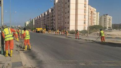 تنظيف خطوط تصريف مياه الأمطار في شوارع بنغازي استعداداً لفصل الشتاء