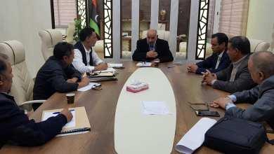 بلدية طبرق تناقش ملف البناء خارج المخطط دون رخصة بناء