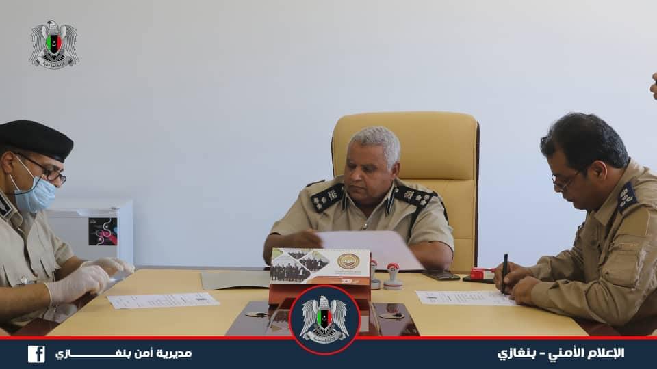 مراسم التسليم والاستلام لمديرية أمن بنغازي بين آمرها السابق عادل عبدالعزيز والجديد ونيس الشكري
