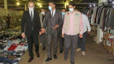 القنصل التركي في جولة بمعرض خيري للملابس في مصراتة