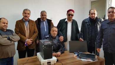 عميد بلدية طبرق فرج بوالخطابية يقف على سير عمل تركيب منظومة آلية لفرع الجوازات