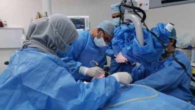 عملية زراعة قوقعة في مستشفى الثورة في البيضاء