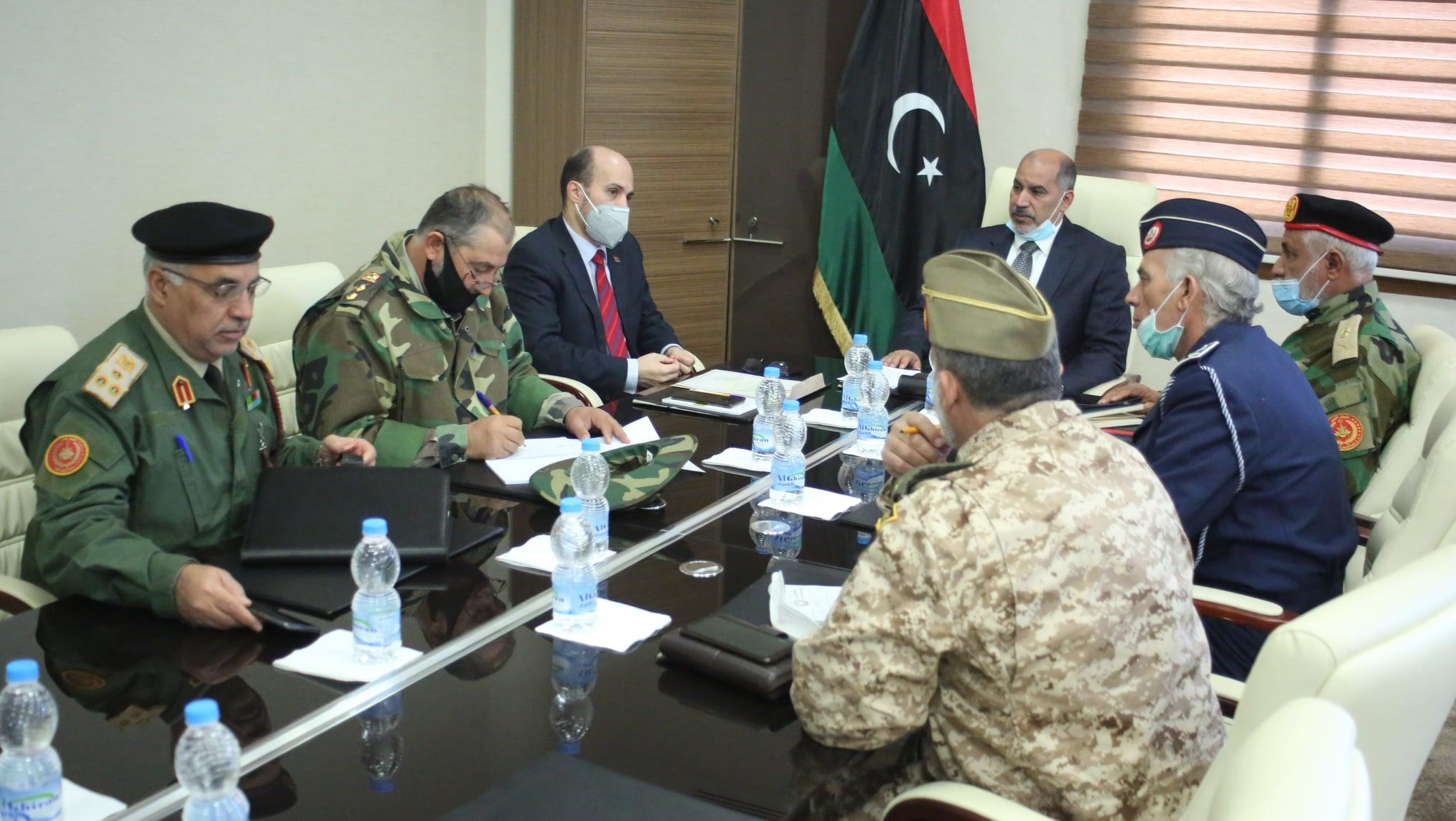 """عضوا رئاسي الوفاق """"كاجمان"""" و""""زايد"""" يلتقيا أعضاء لجنة الخمسة العسكرية"""