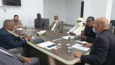 """رئيس هيئة الإسكان والمرافق بالحكومة الليبية يدرس مع """"4"""" عمداء من البلديات الجنوبية مشاريع الإسكان ومختنقات المرافق"""