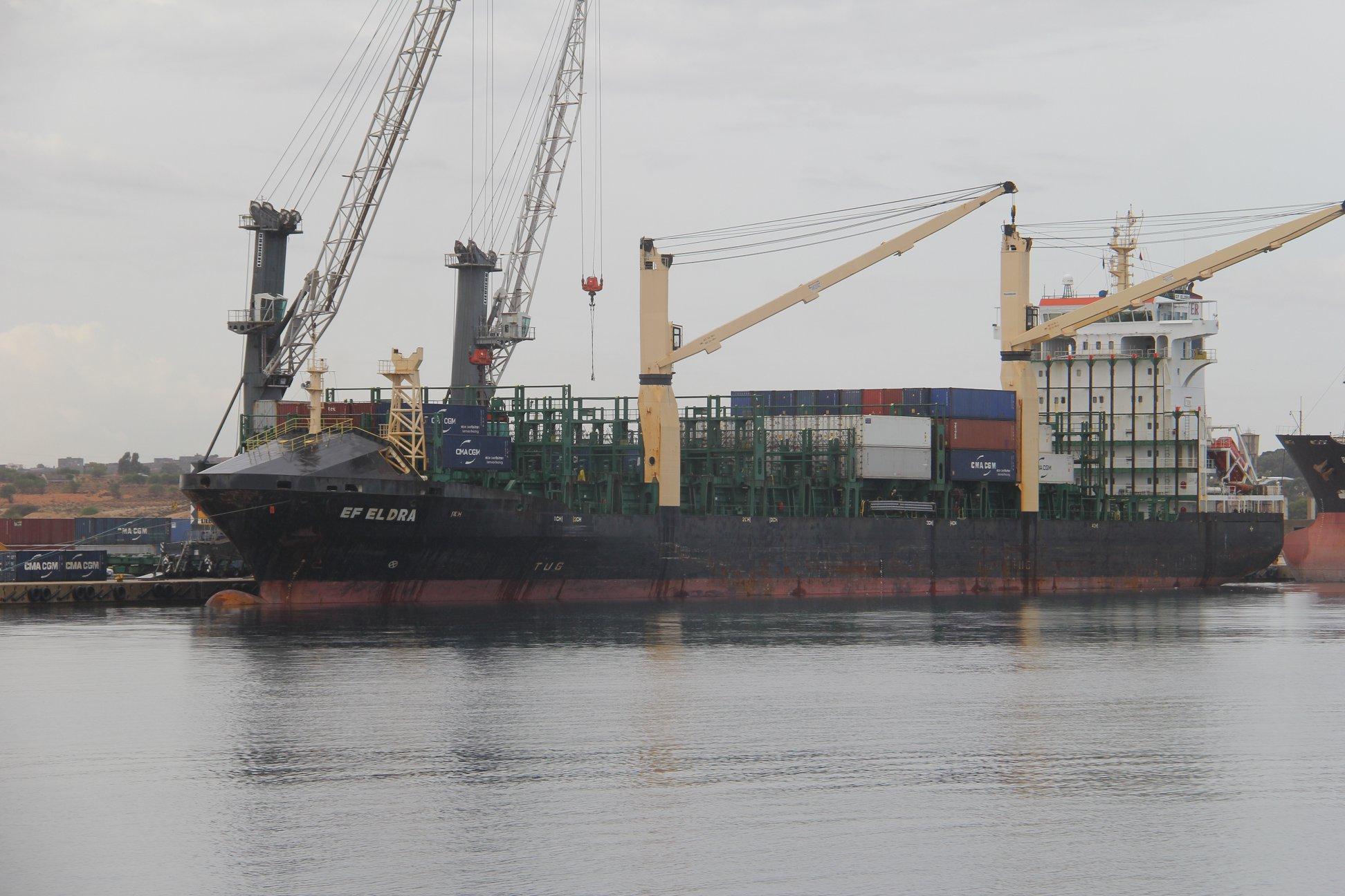 وصول 144 حاوية بضائع وسلع إلى ميناء الخمس 4