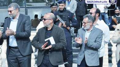 عبدالله اللافي نائب رئيس المجلس الرئاسي -المنتخب من أعضاء الحوار السياسي الليبي- يتوسط مدير أمن الزاوية ومدير المستشفى